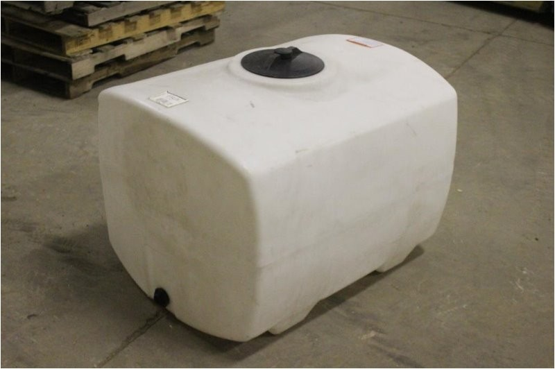 100 gal poly water tank with valve valve in