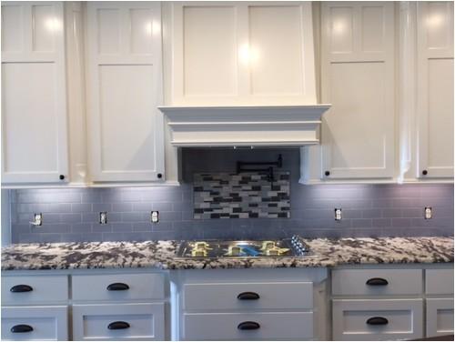 backsplash help alaska white granite off white cabinets