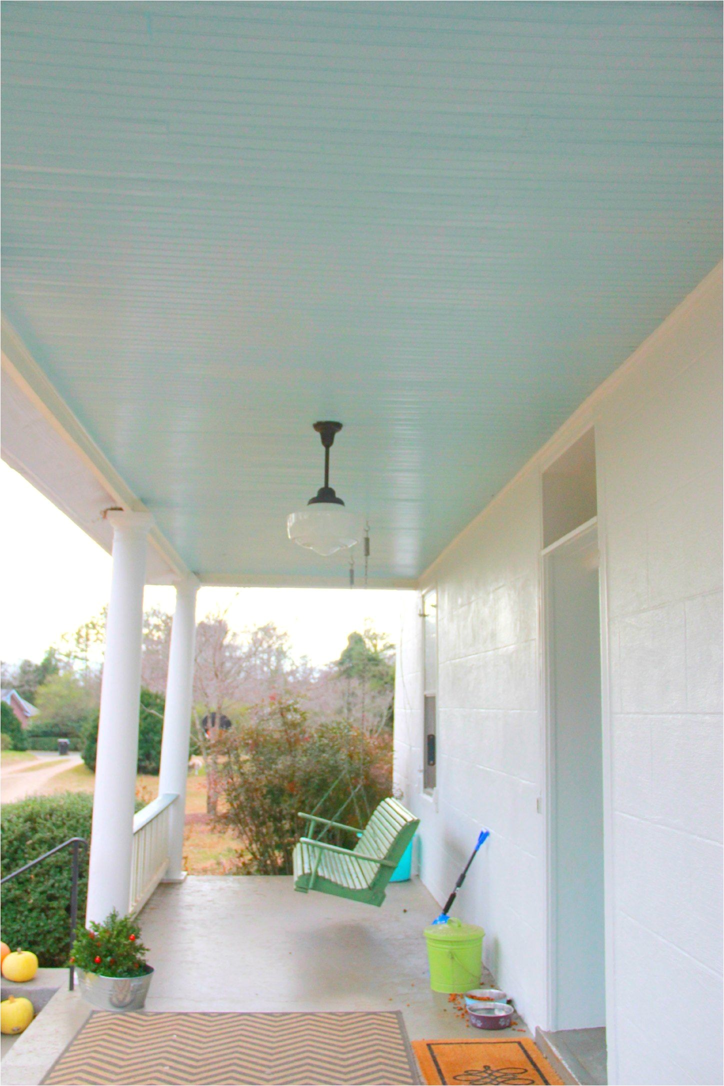 benjamin moore birds egg painted on the ceiling blues on the porch ceilings is an old slave tradition for warding off evil spirits