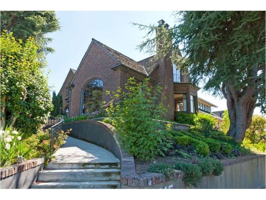 real estate spotlight 9 09 2011 30786