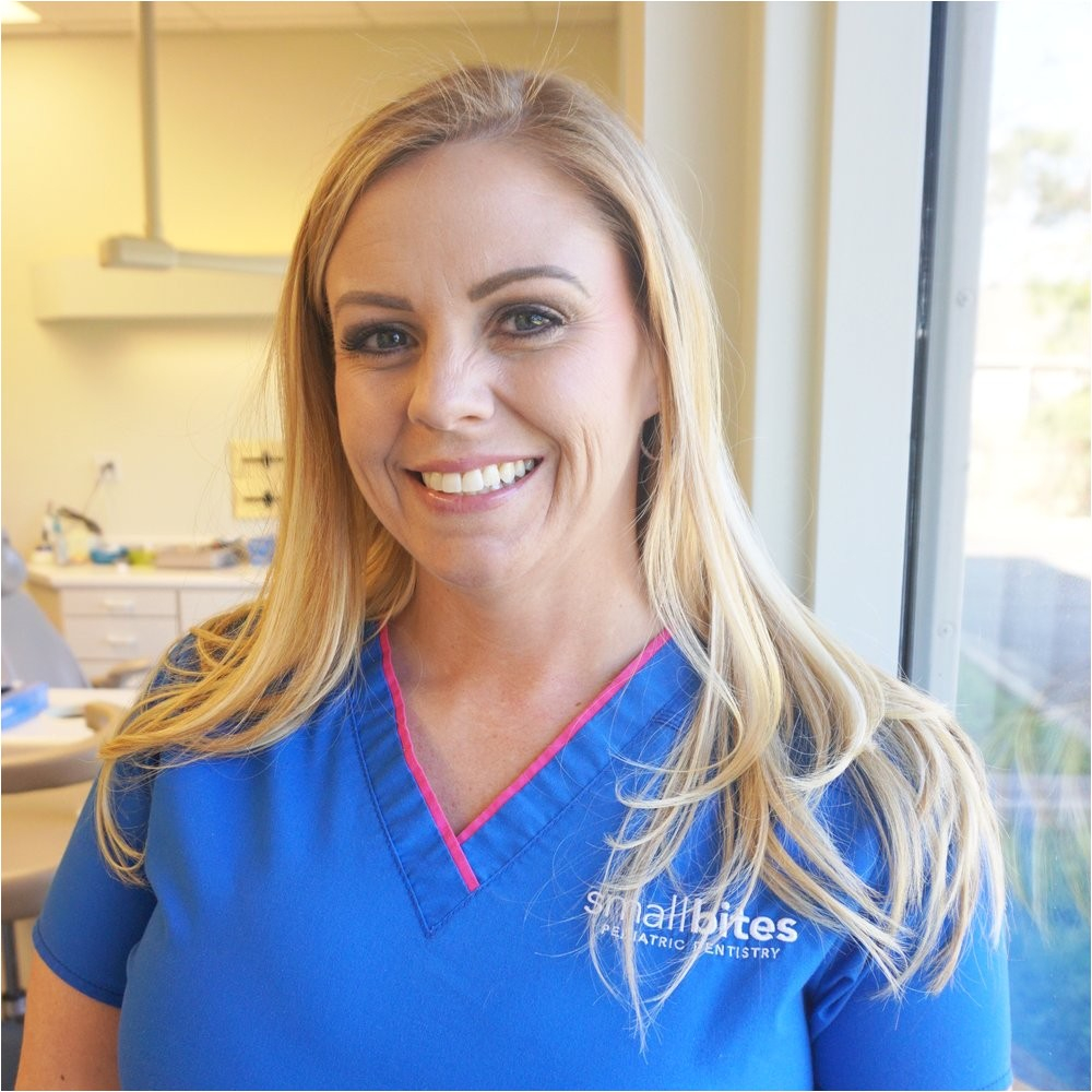 front office dental assistant