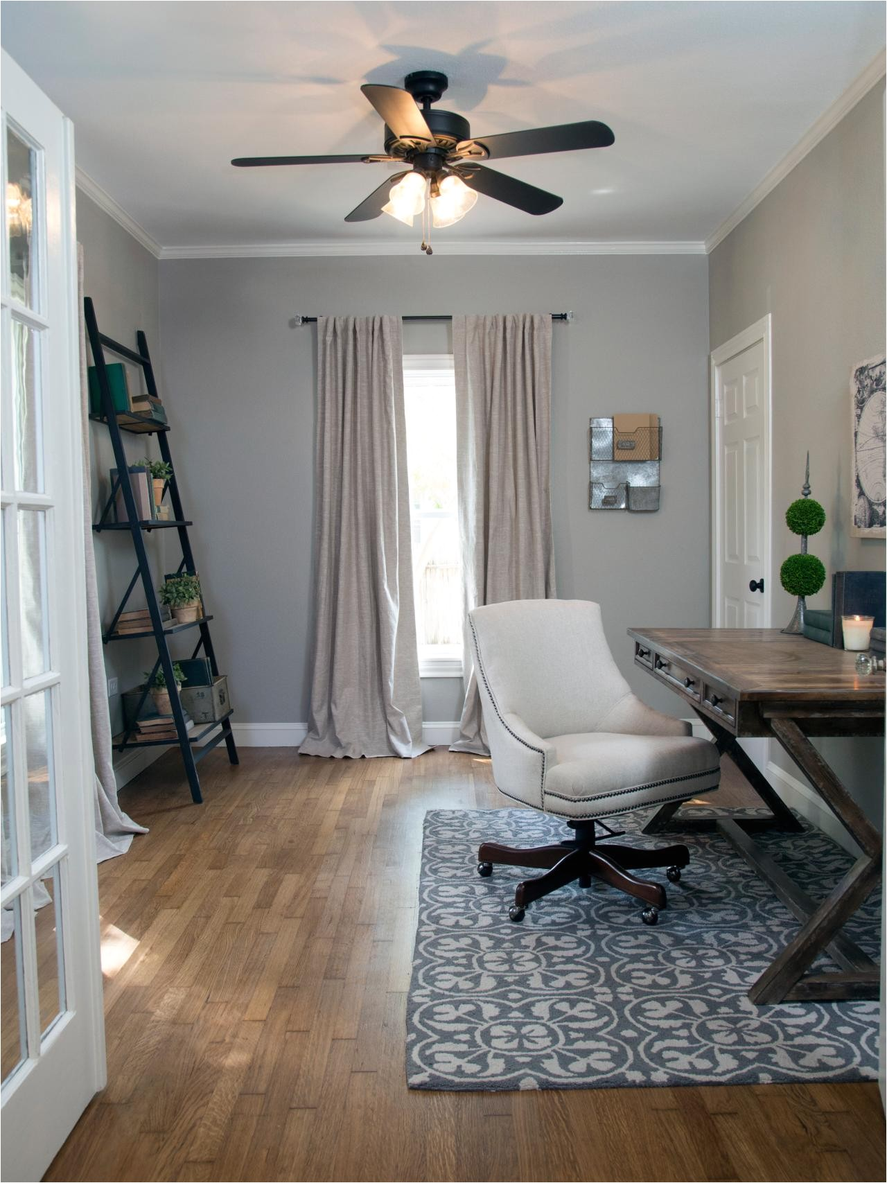 Fixer Upper Ceiling Fan Ideas Photos Hgtv 39 S Fixer Upper with Chip and Joanna Gaines Hgtv