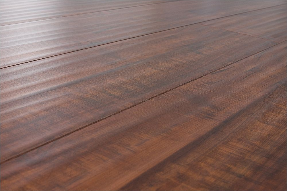 does laminate flooring scratch easily from dogs