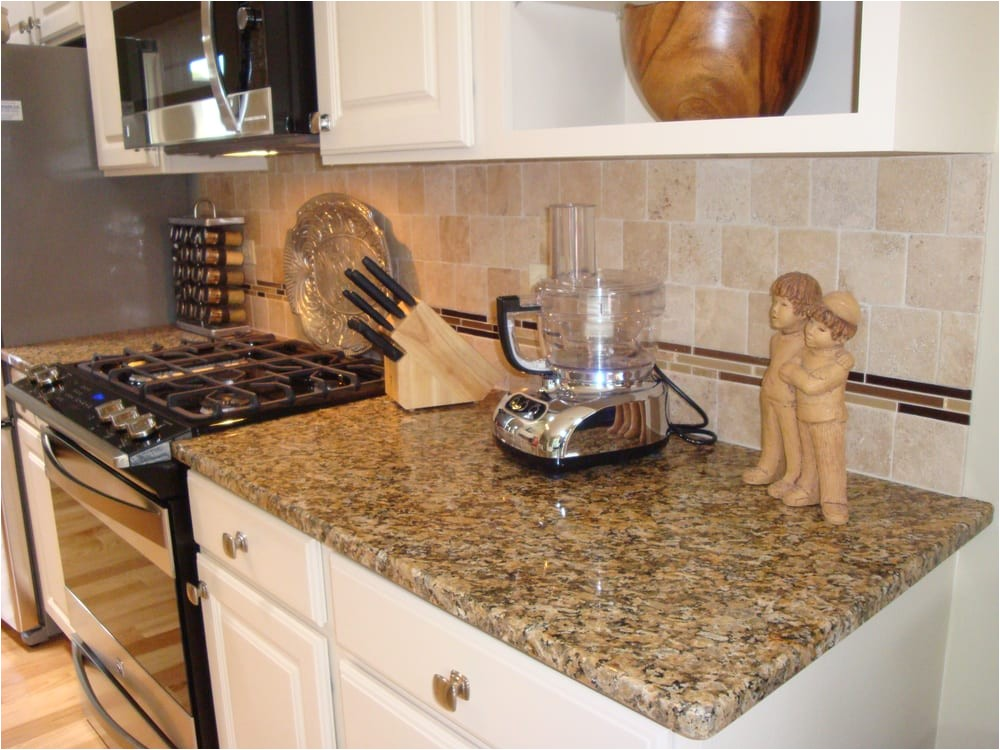 New Venetian Gold Granite With Gl Tile Backsplash Adinaporter On Yellow Travertine Countertops
