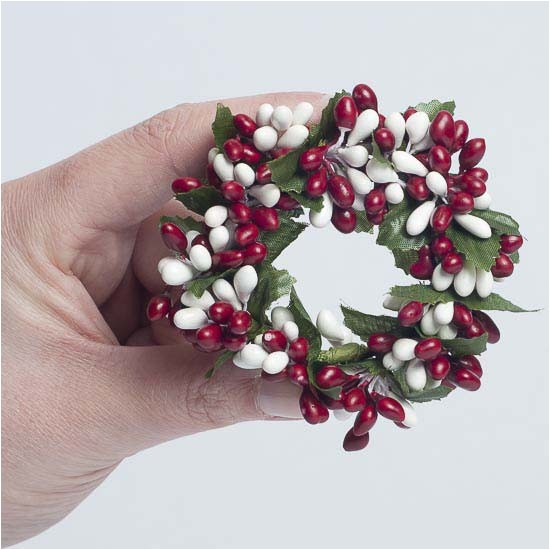 2030 2038 19808 red and white pip berry candle ring