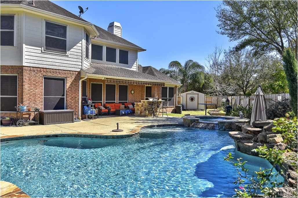 update your pool with pool deck resurfacing