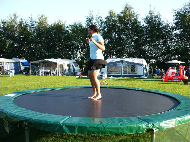 5 features of a round trampoline