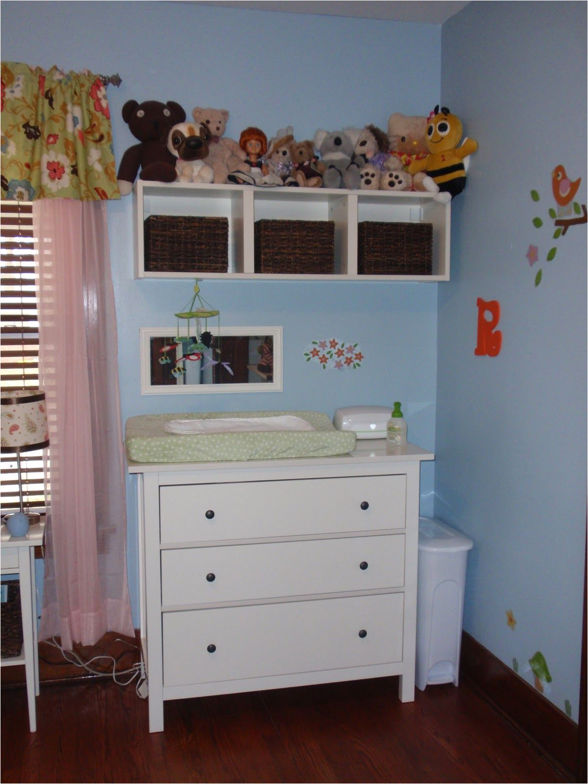 storage above changing table like the use of baskets to organize