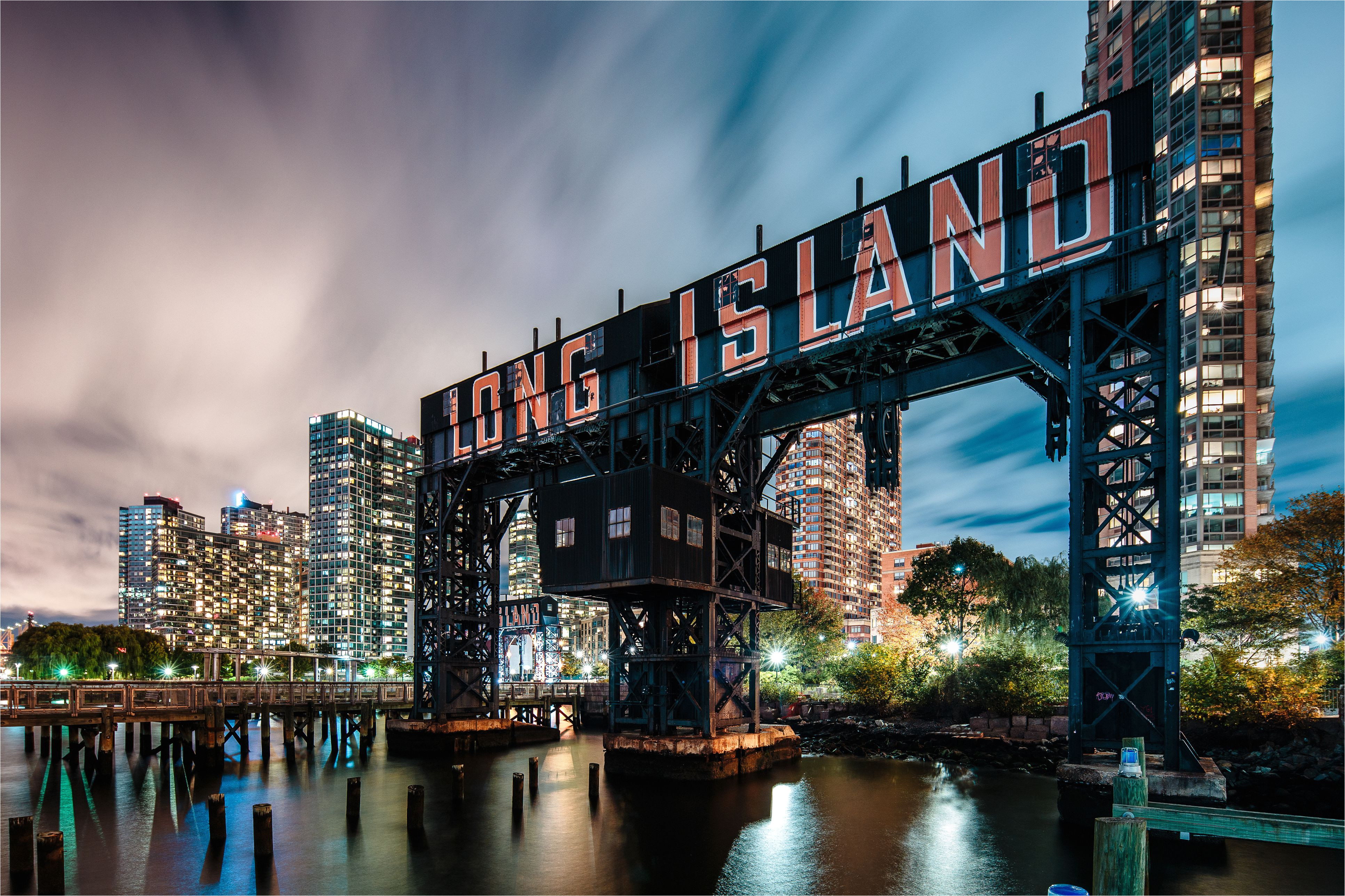 long island city gantry plaza park at night 945259244 5b91ab5c46e0fb00502d43ce jpg