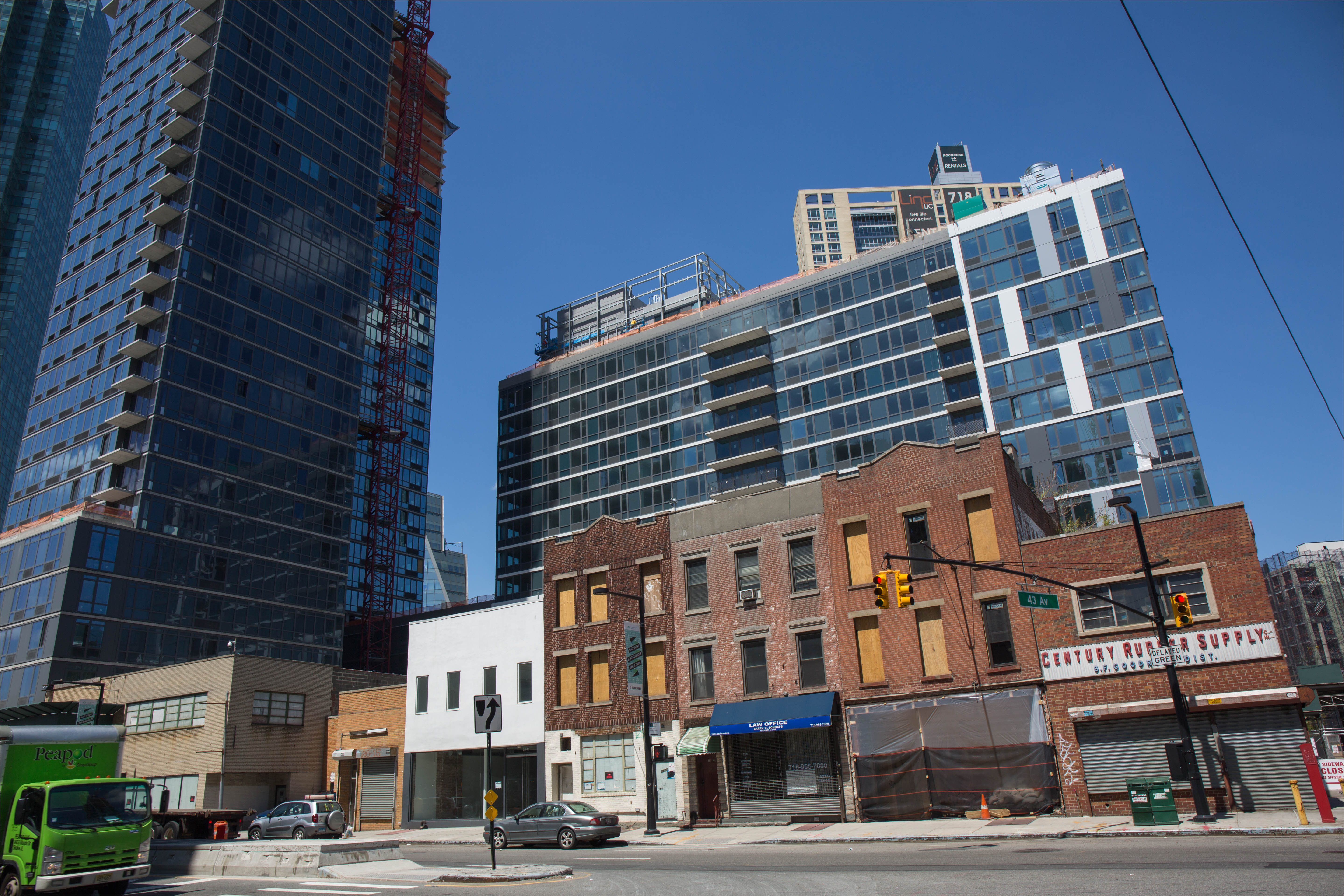 strolling long island city s jackson avenue where new buildings abound curbed ny