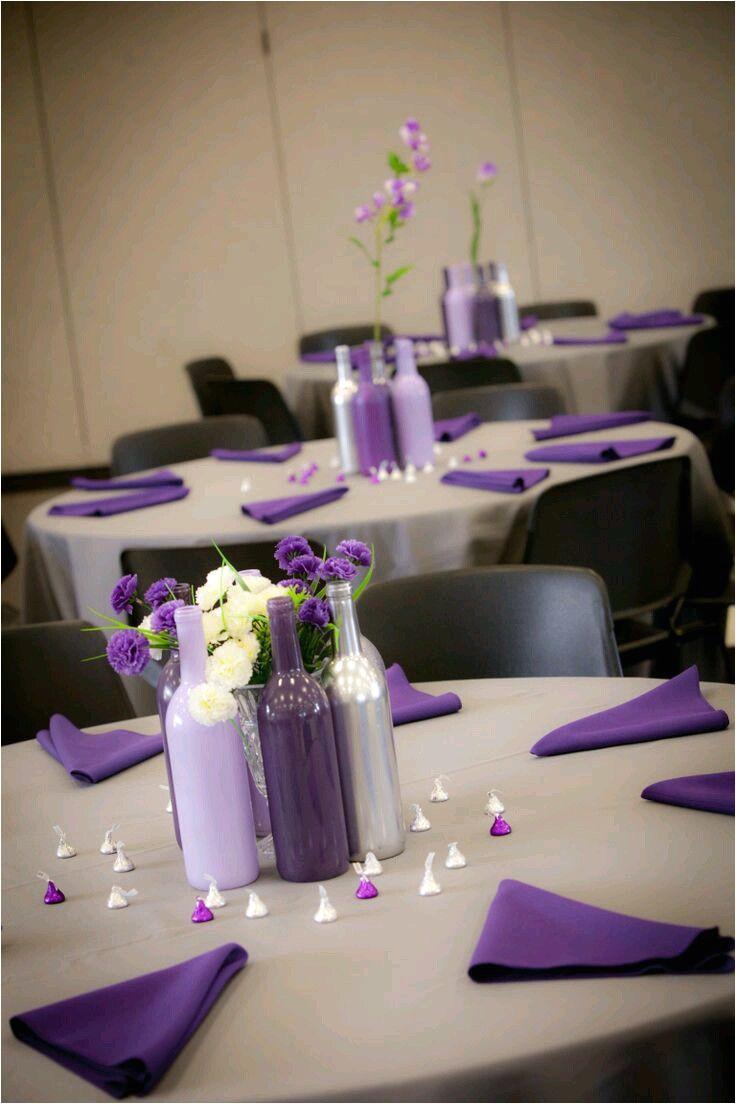 reutiliza botellas de vidrio de vino o cerveza para crear hermosos centros de mesa dignos de una ocasia n especial puedes pintarlas o deja