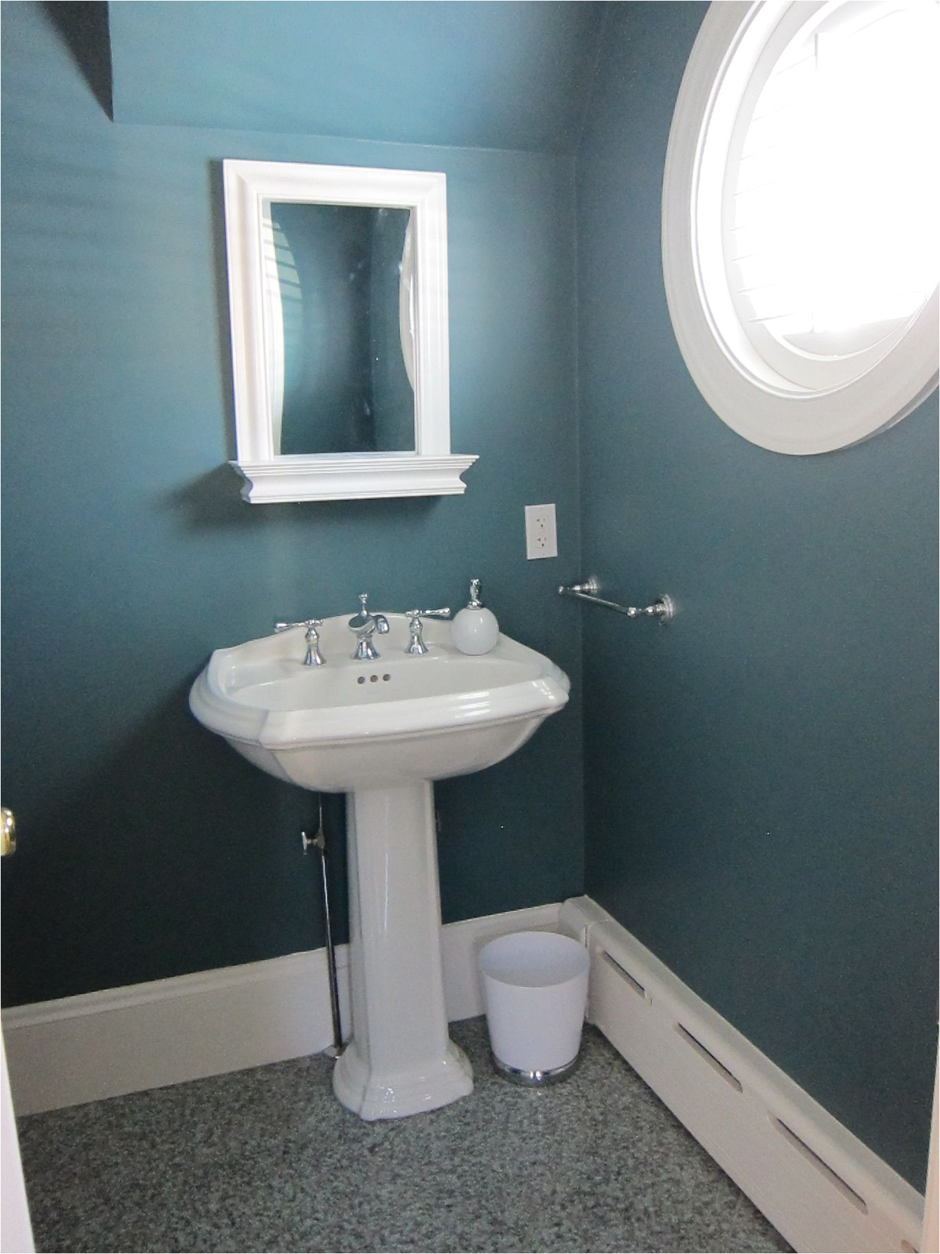 powder room w benjamin moore fair isle blue