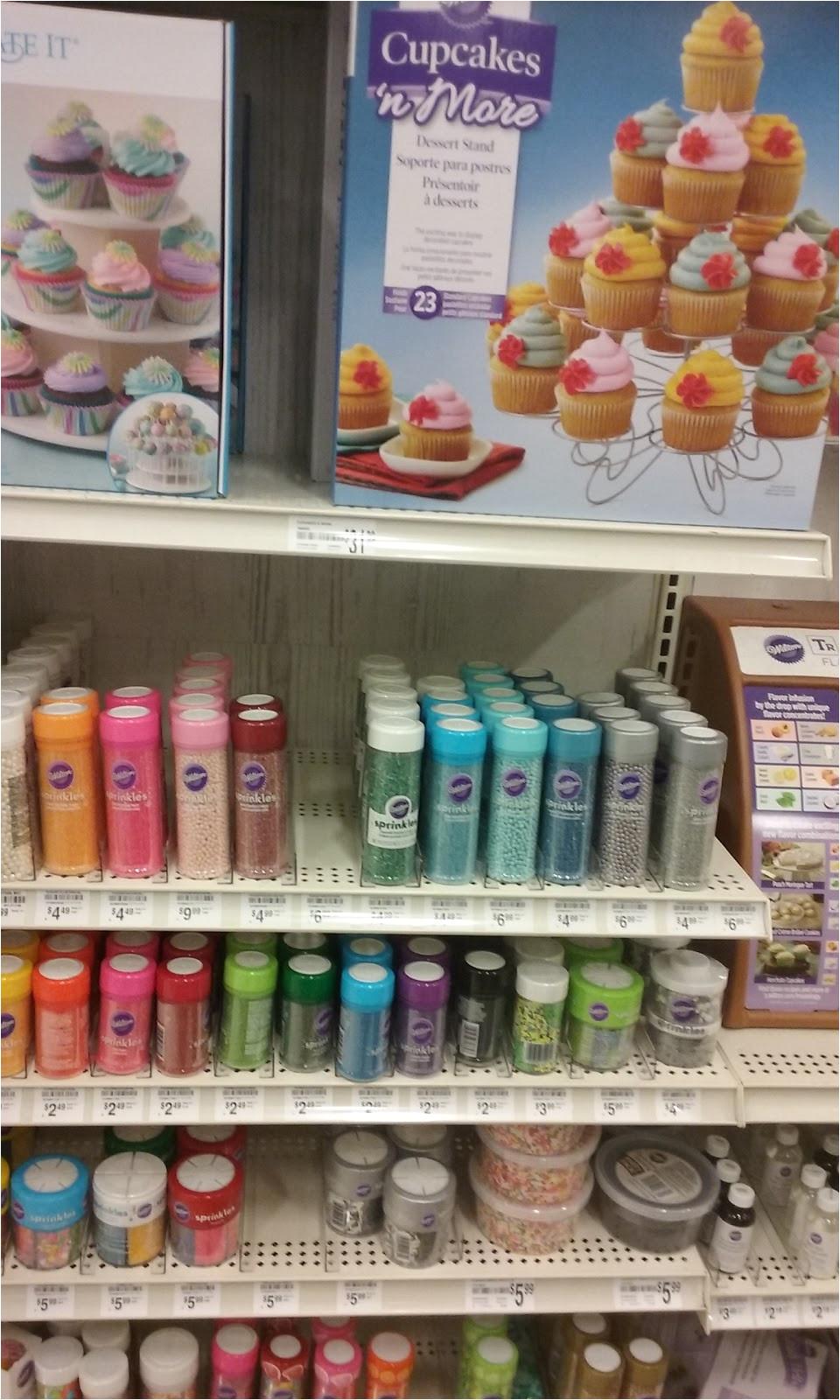 es una tienda maravillosa tiene de tooodo hogar salud belleza supermarket y en el pasillo para pastelera a haba a de todo un poco