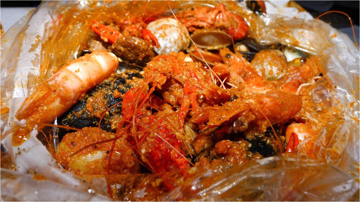 local seafood restaurant savannah ga