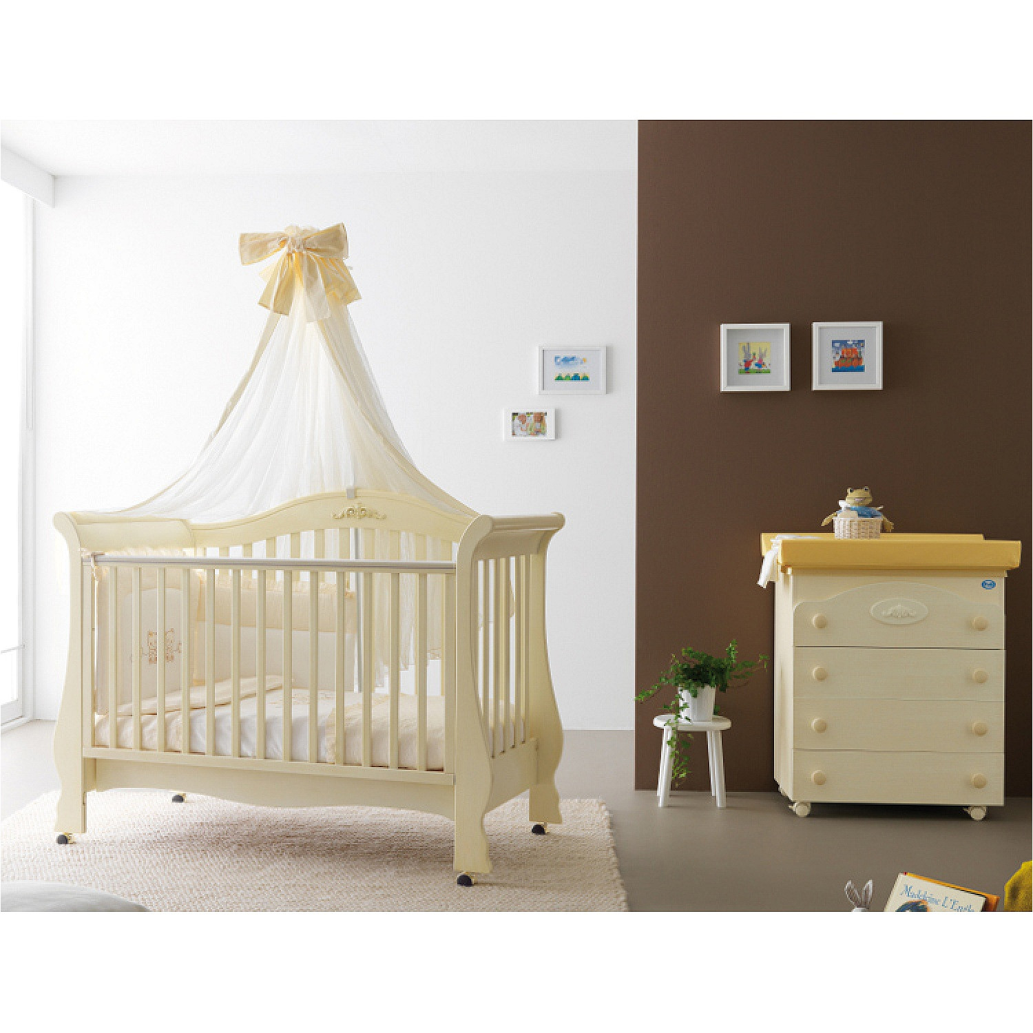 classic traditional design baby cot sofa renee is produced by pali high end italian