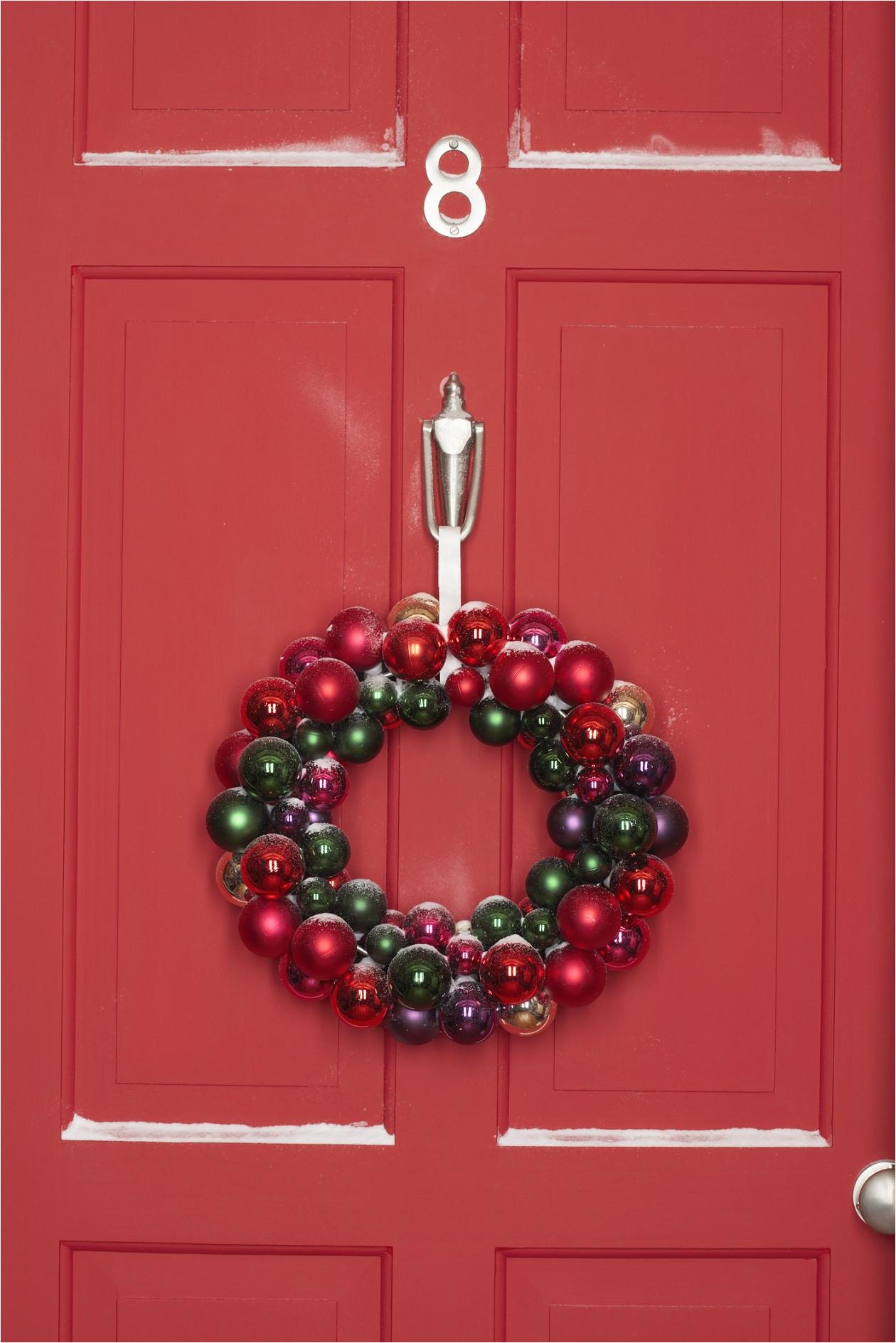 christmas wreath with decoracion puertas navideas