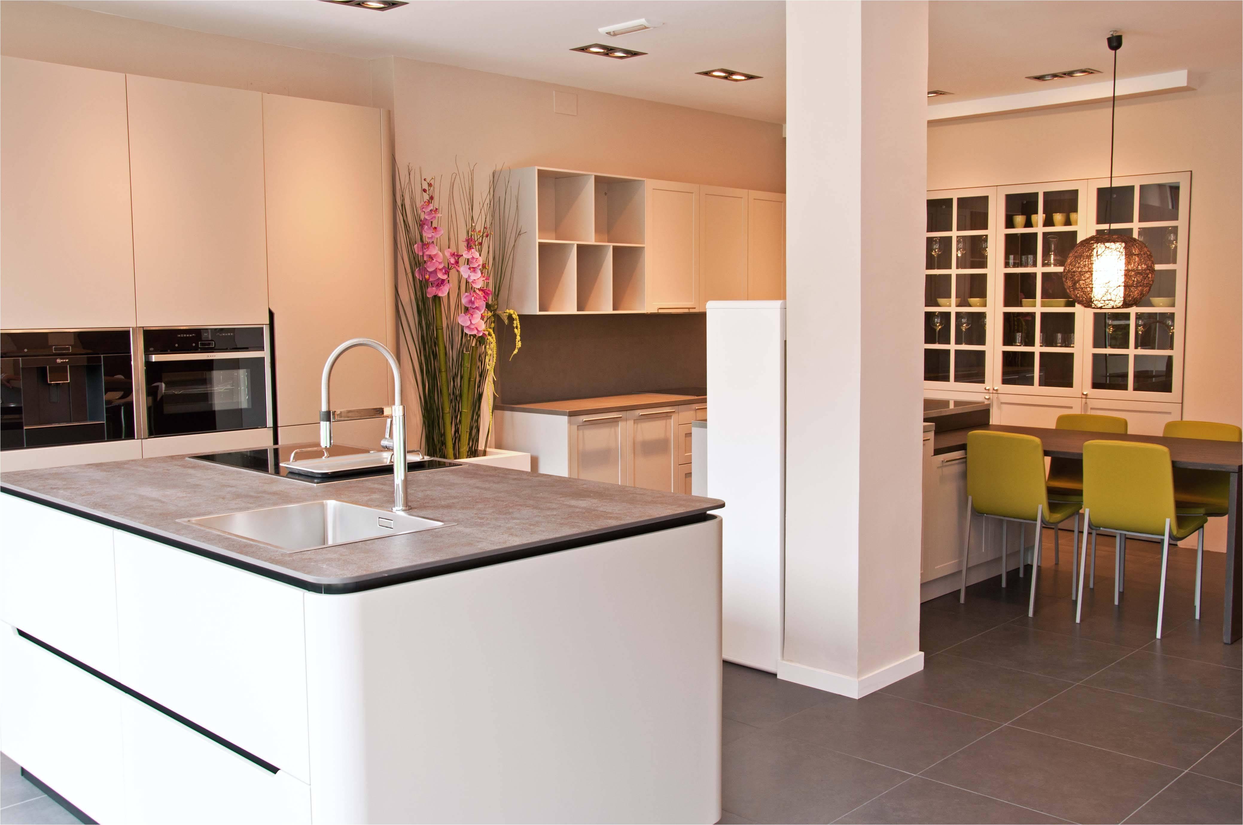 Dise os de cocinas peque as modernas y sencillas adinaporter for Disenos de cocinas pequenas y sencillas