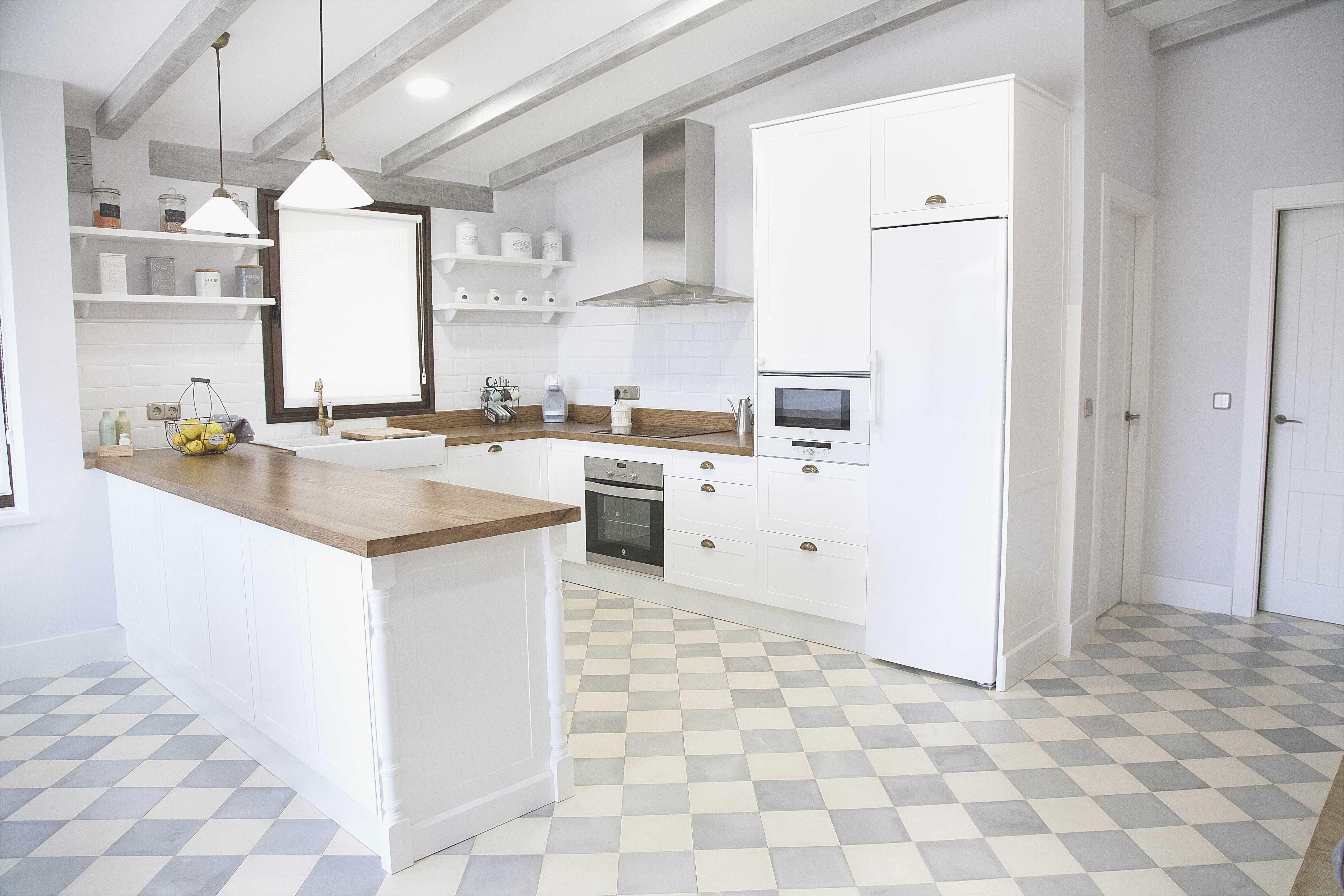 suelos para cocinas blancas hacia enorme cocina blanca y encimera madera perfect clic para ver en detalle proyecto para suelos para cocinas blancas jpg