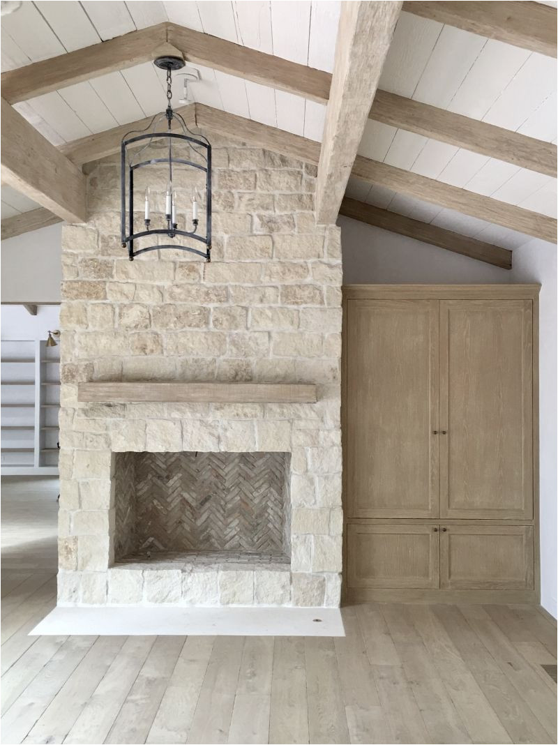 choosing the right fireplace stone requires a look at style cost labor and maintenance learn more about what fireplace stone options fit your