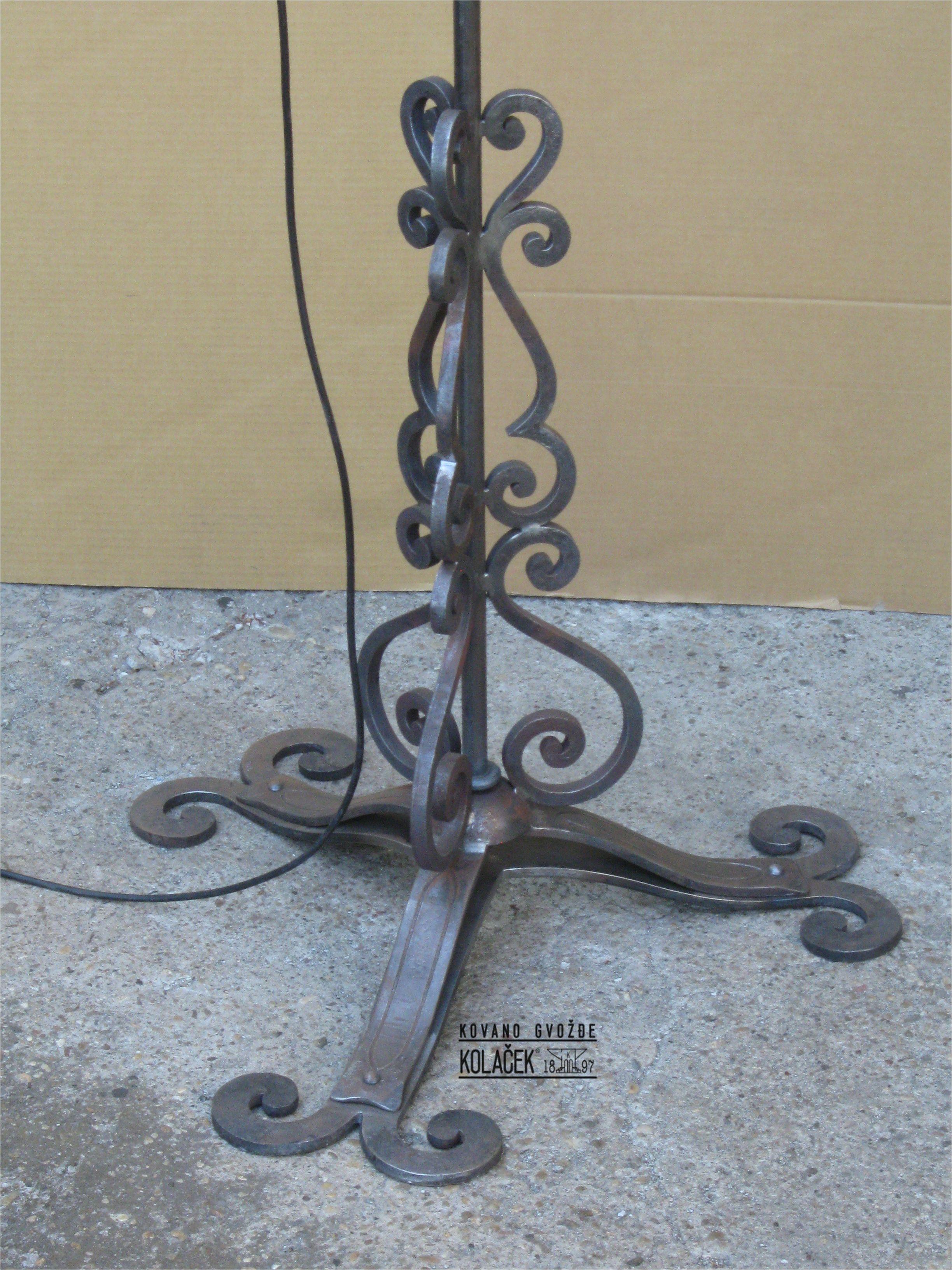 lampa od kovanog gvozdja detalj kolacek 1897