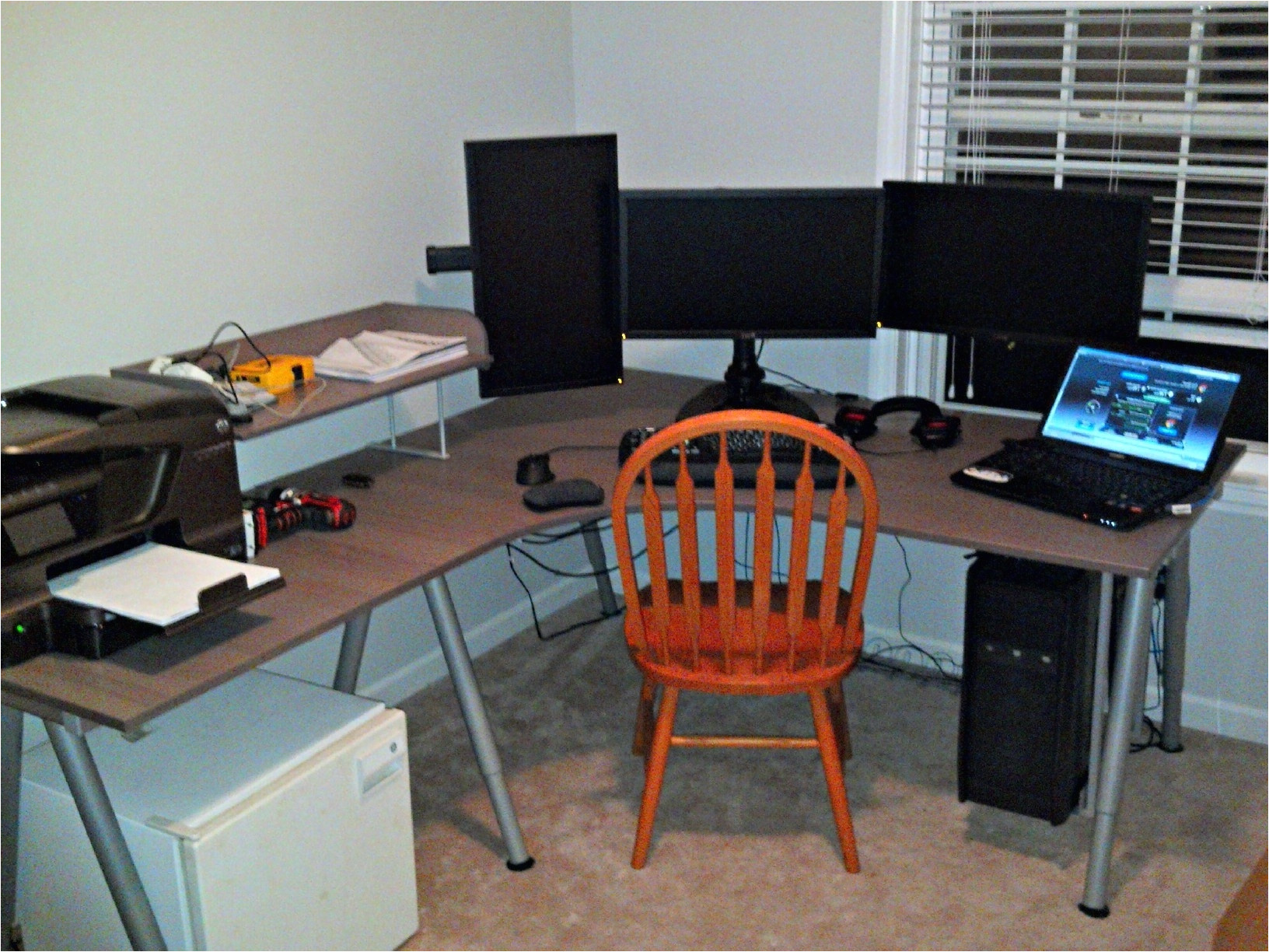 widely used is the ikea galant the go to desk of a gamer i