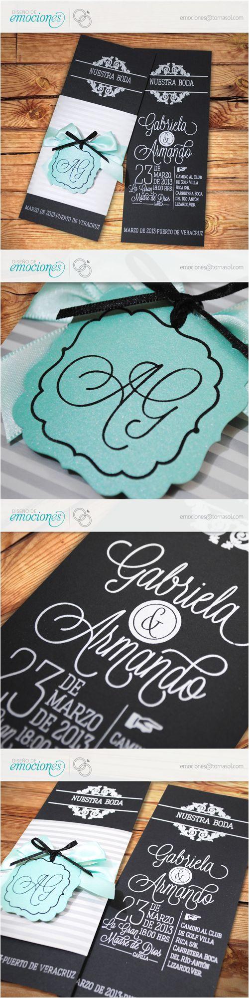 sencilla y elegante invitacia n para boda impresa en serigrafa a con cintillo en papel de fantasa a cierra con monograma suajado con las iniciales de los