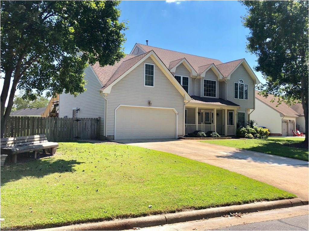 beautiful and move in ready home sitting on a cul d sac in the highly