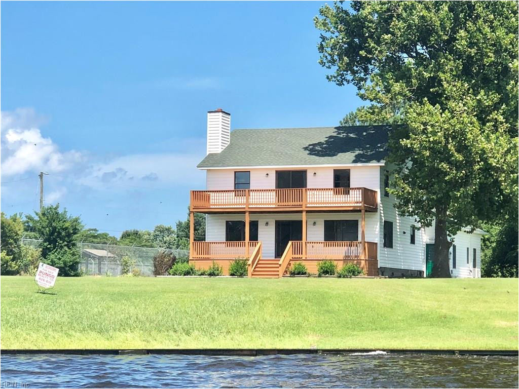 beautiful well maintained farm style home over looking the currituck sound and intra coastal