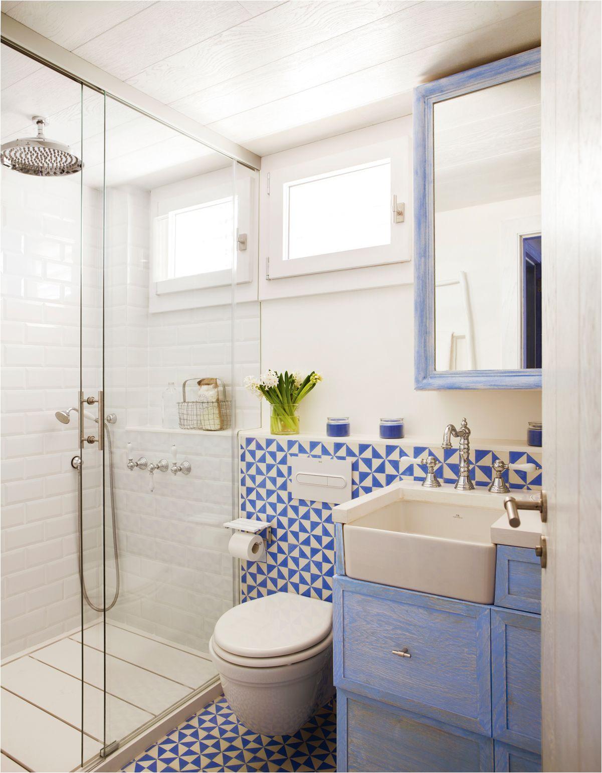 baa o con ducha y mampara bajolavabo azul patinado y mosaico hidraulico azul y blanco 00408100