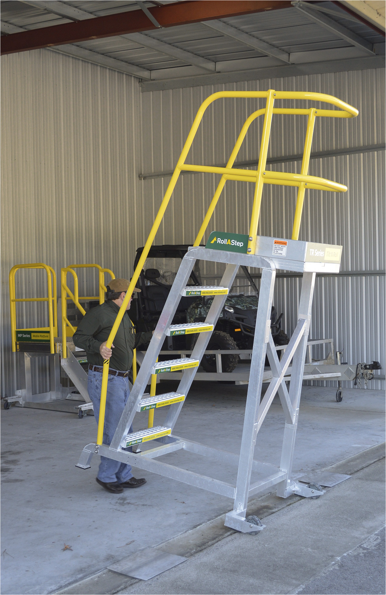 rollastep tr series unit for safe reliable for this customer s helicopter engine maintenance access