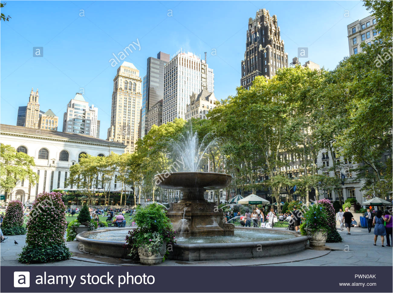 the fountain in bryant park new york manhattan