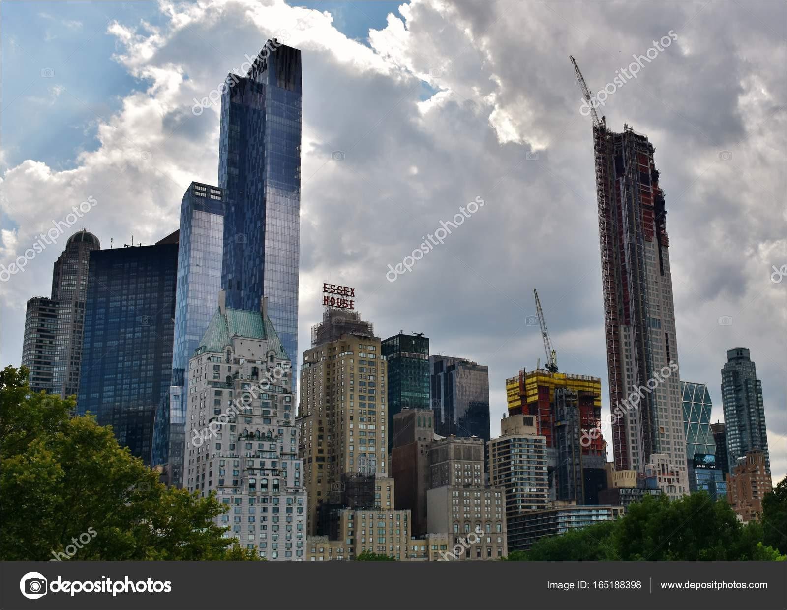 juli 2017 manhattan new york usa the one57 fruher bekannt als carnegie 57 wolkenkratzer in new york city sudlich von central park und der central park