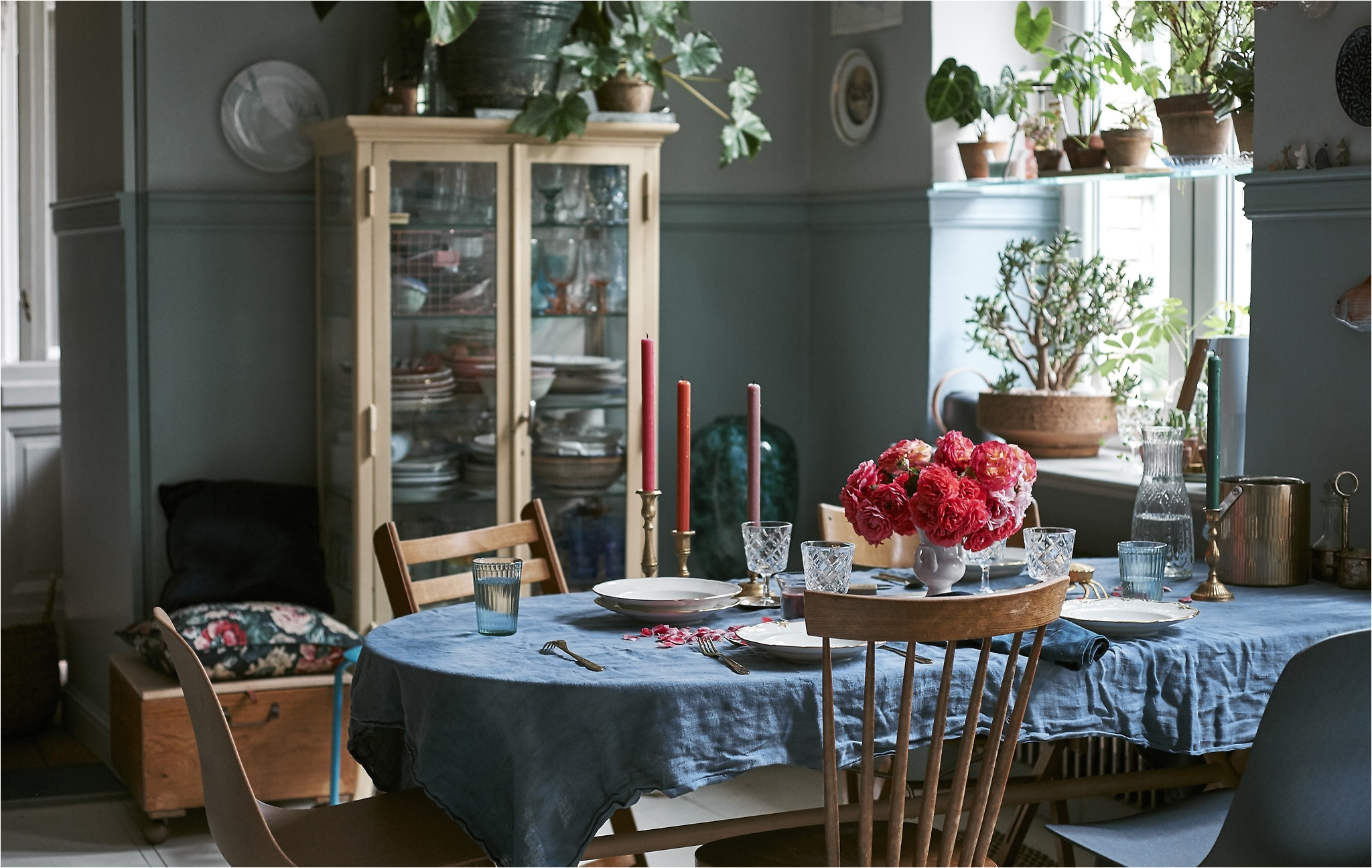 create a colourful floral table setting for a vintage inspired dining room