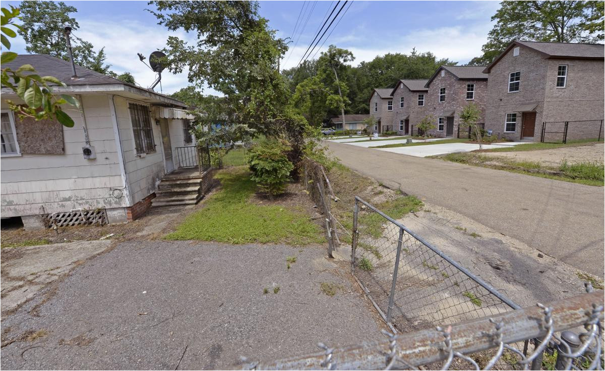 east baton rouge officials turn to idea of mixed income housing some cautious more affordable units needed post flood news theadvocate com