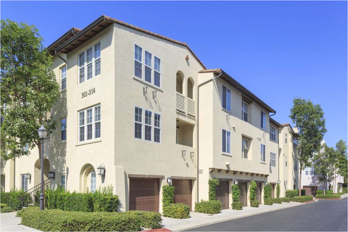 exterior view of anacapa apartment homes in irvine