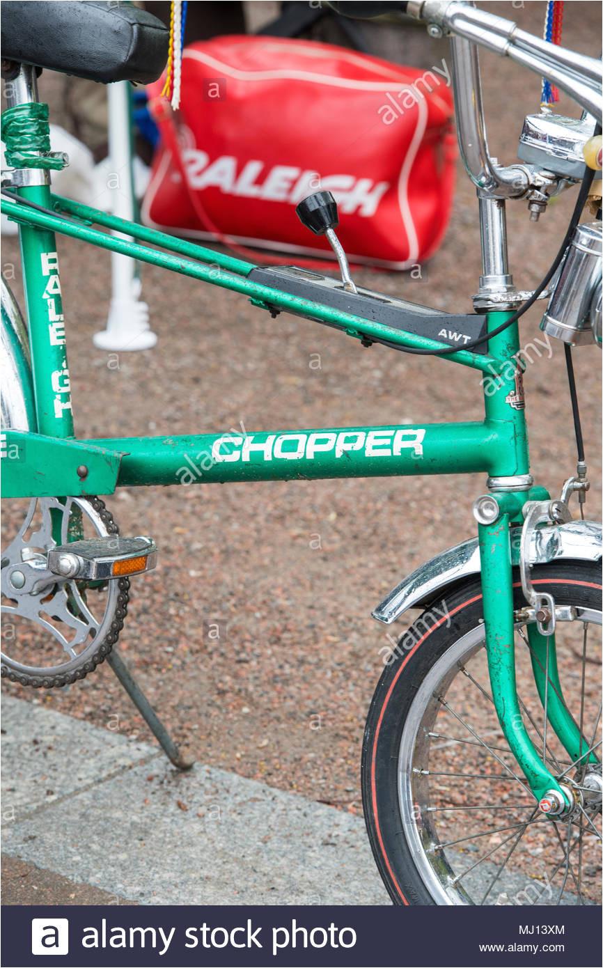 raleigh chopper bike zum verkauf an einer retro vintage car boot sale getreidespeicher square