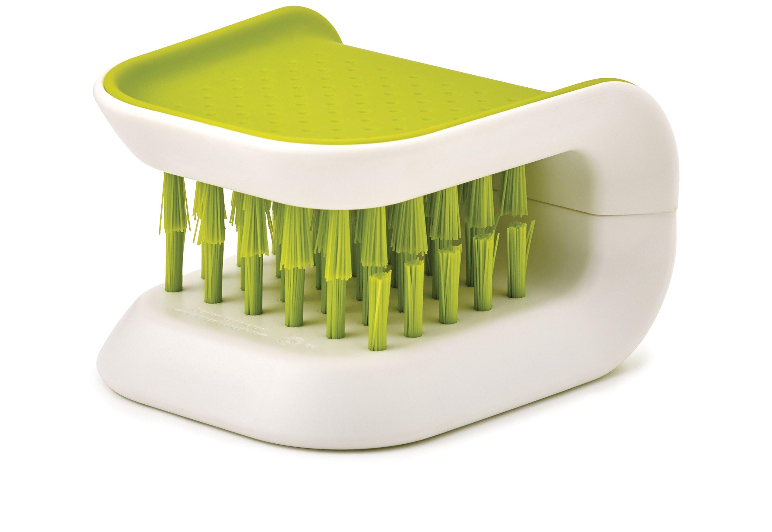 amazon com joseph joseph 85105 bladebrush knife and cutlery cleaner brush bristle scrub kitchen washing non slip one size green kitchen dining