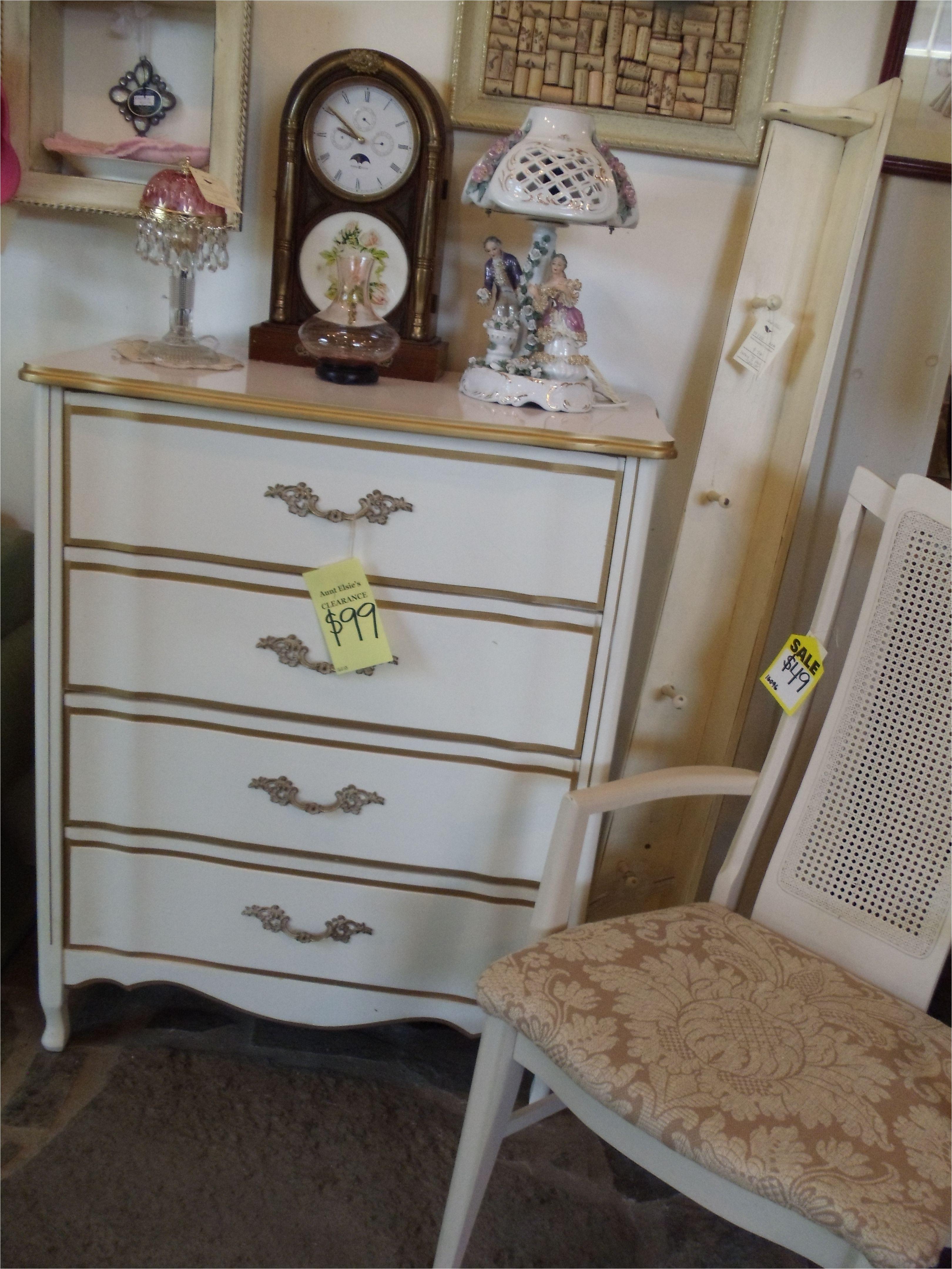 22 elegant vintage dresser and chair