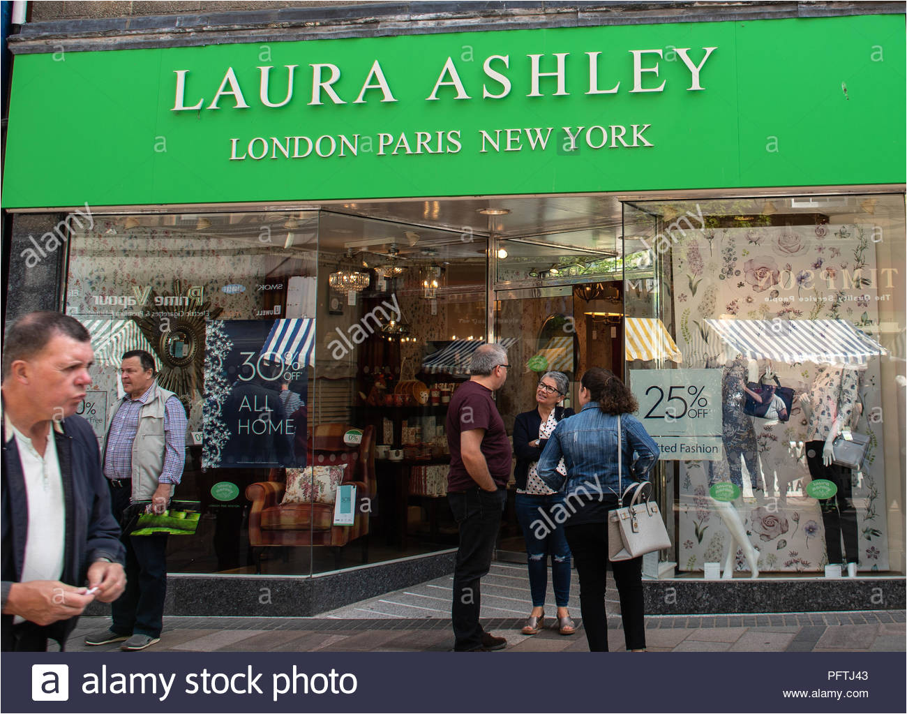 stirling groa britannien 11 august 2018 laura ashley store im hafen straa e stockbild