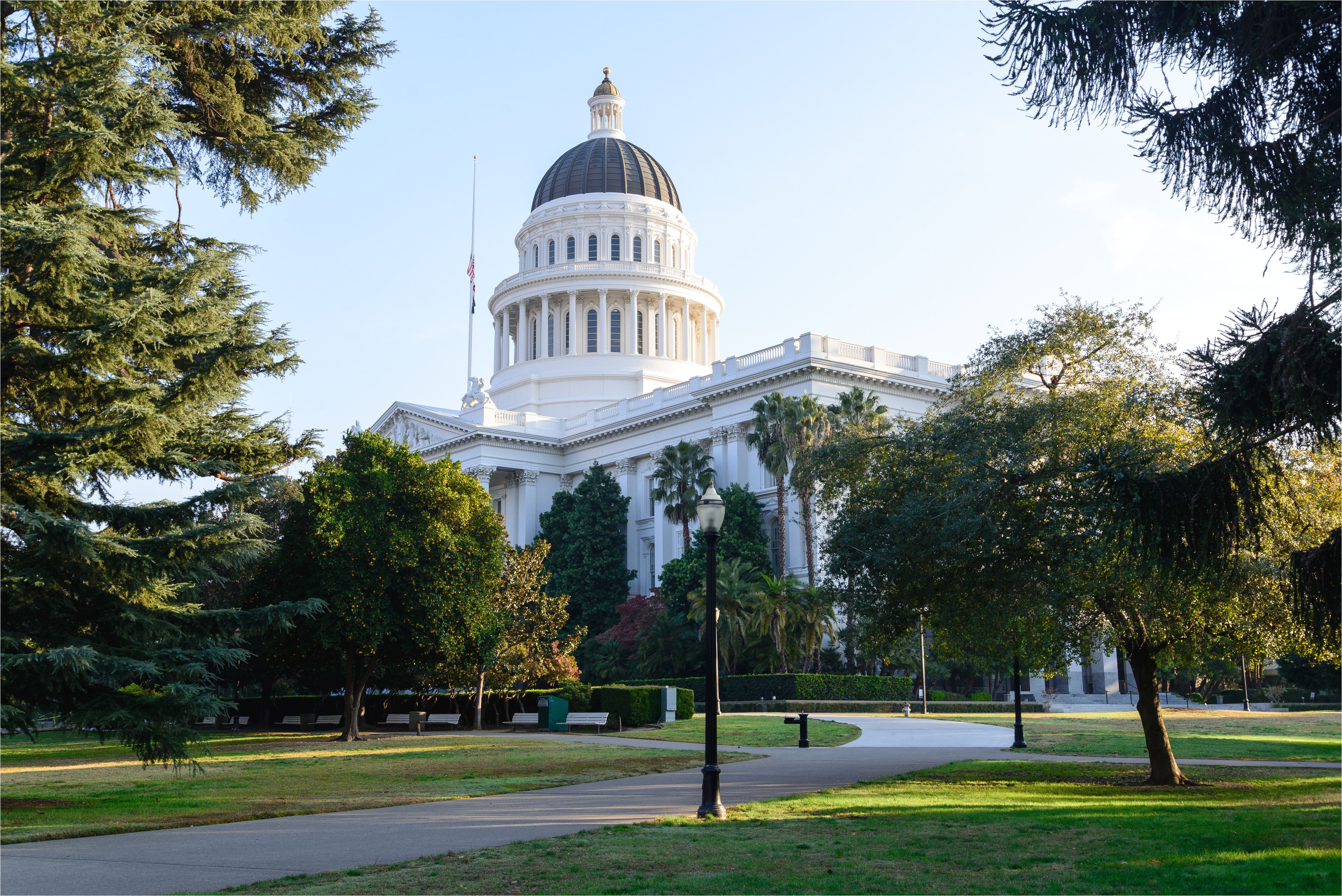 the state capital building in sacramento