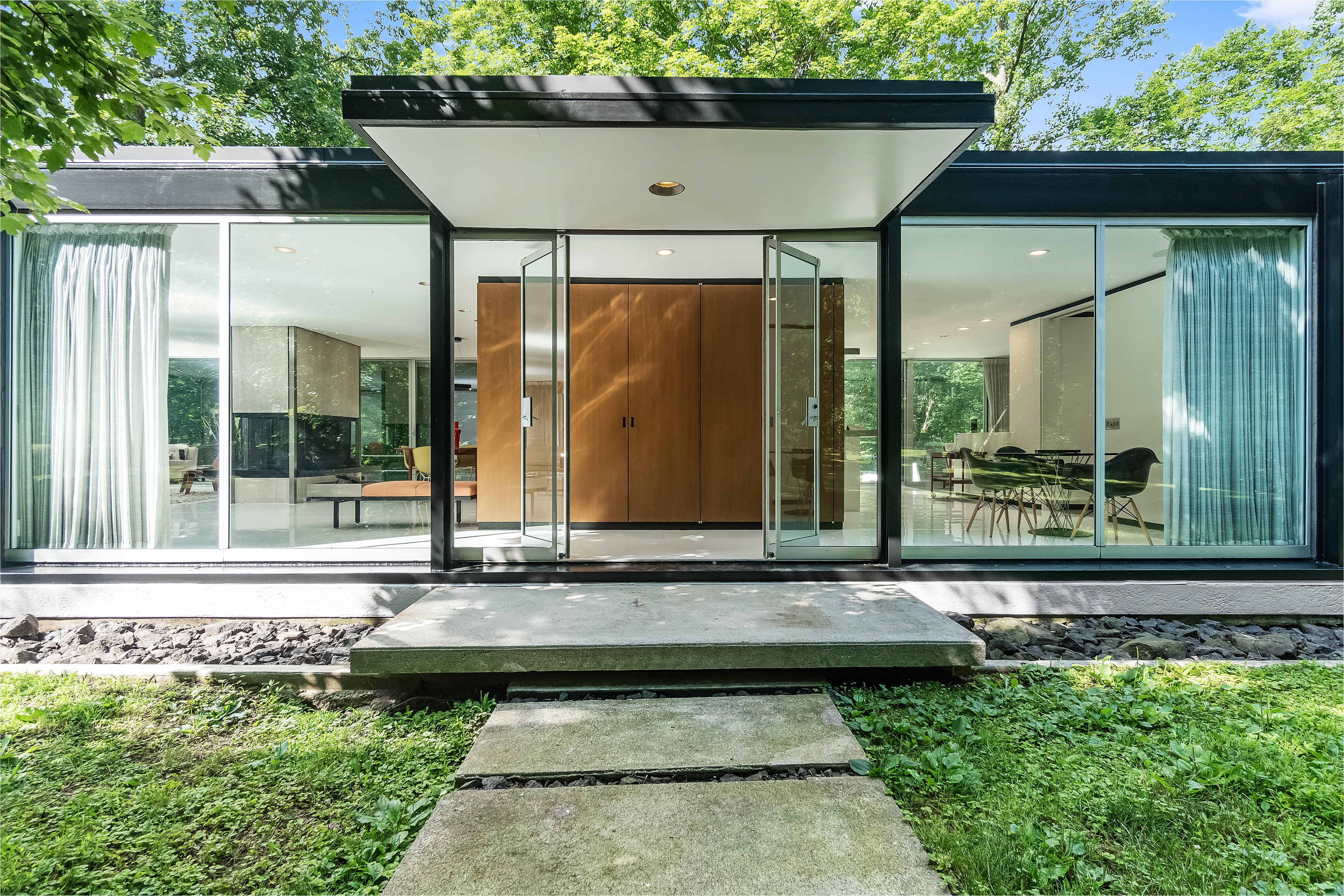 renovated midcentury masterpiece asks 2 1m