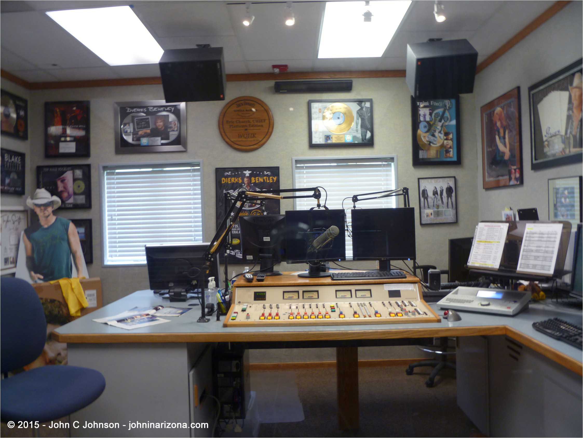 wqhk fm radio 105 1 fort wayne control room at 2915 maples road 2015