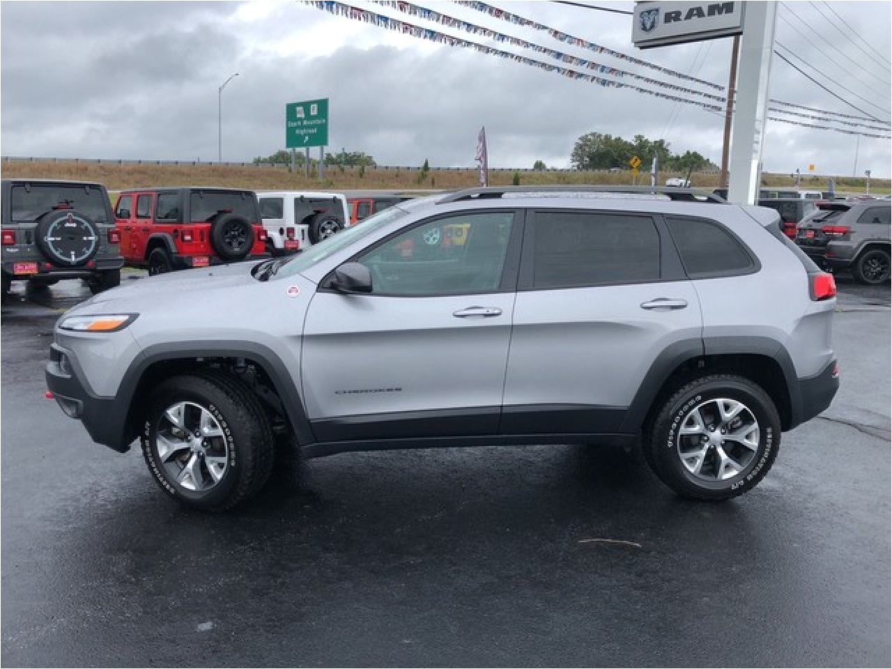 used 2018 jeep cherokee in branson mo