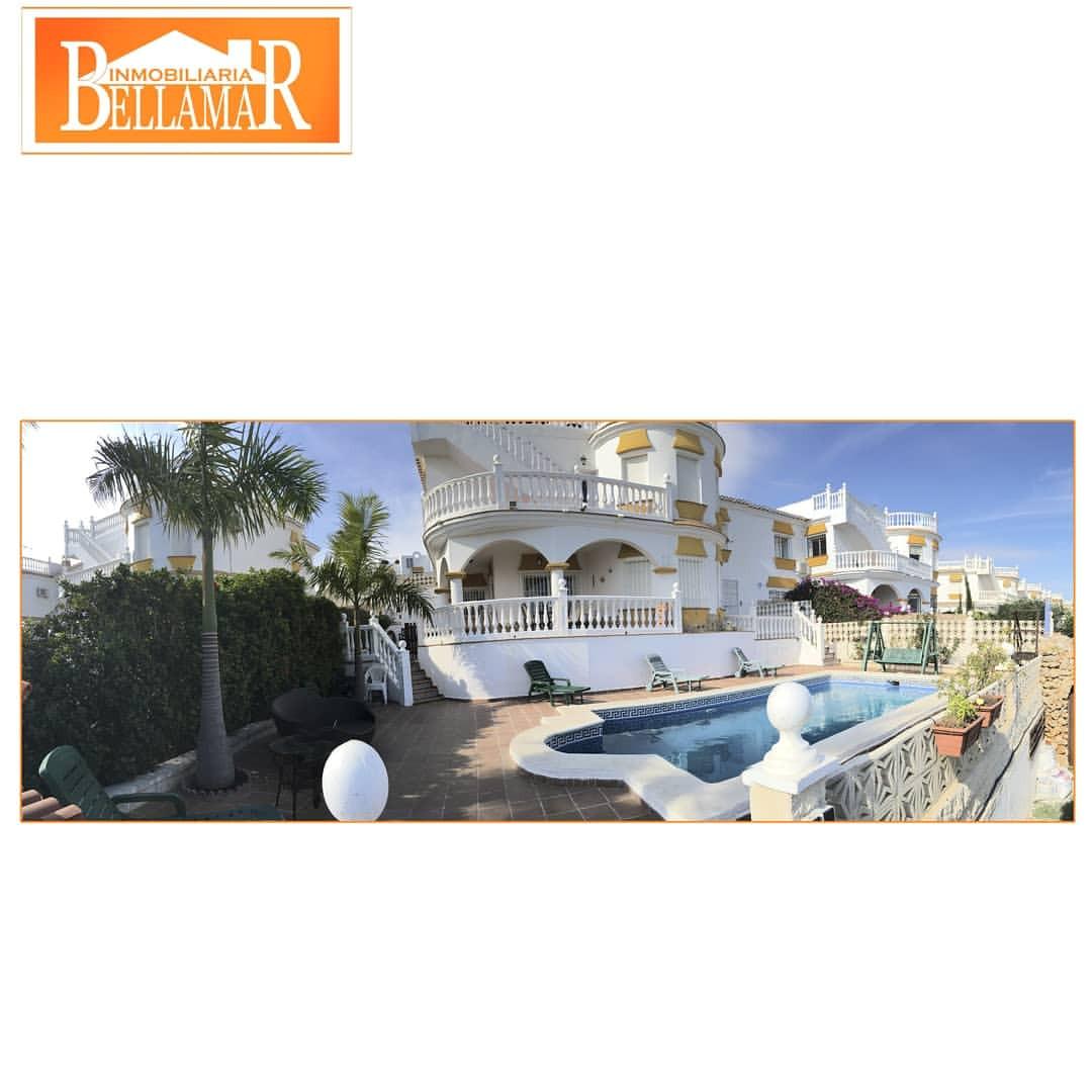 preciosa casa de 300m2 ubicada en parcela de 1200m2 y orientada al este con impresionantes vistas al mard y la montaa aa y con detalles que te encantaran