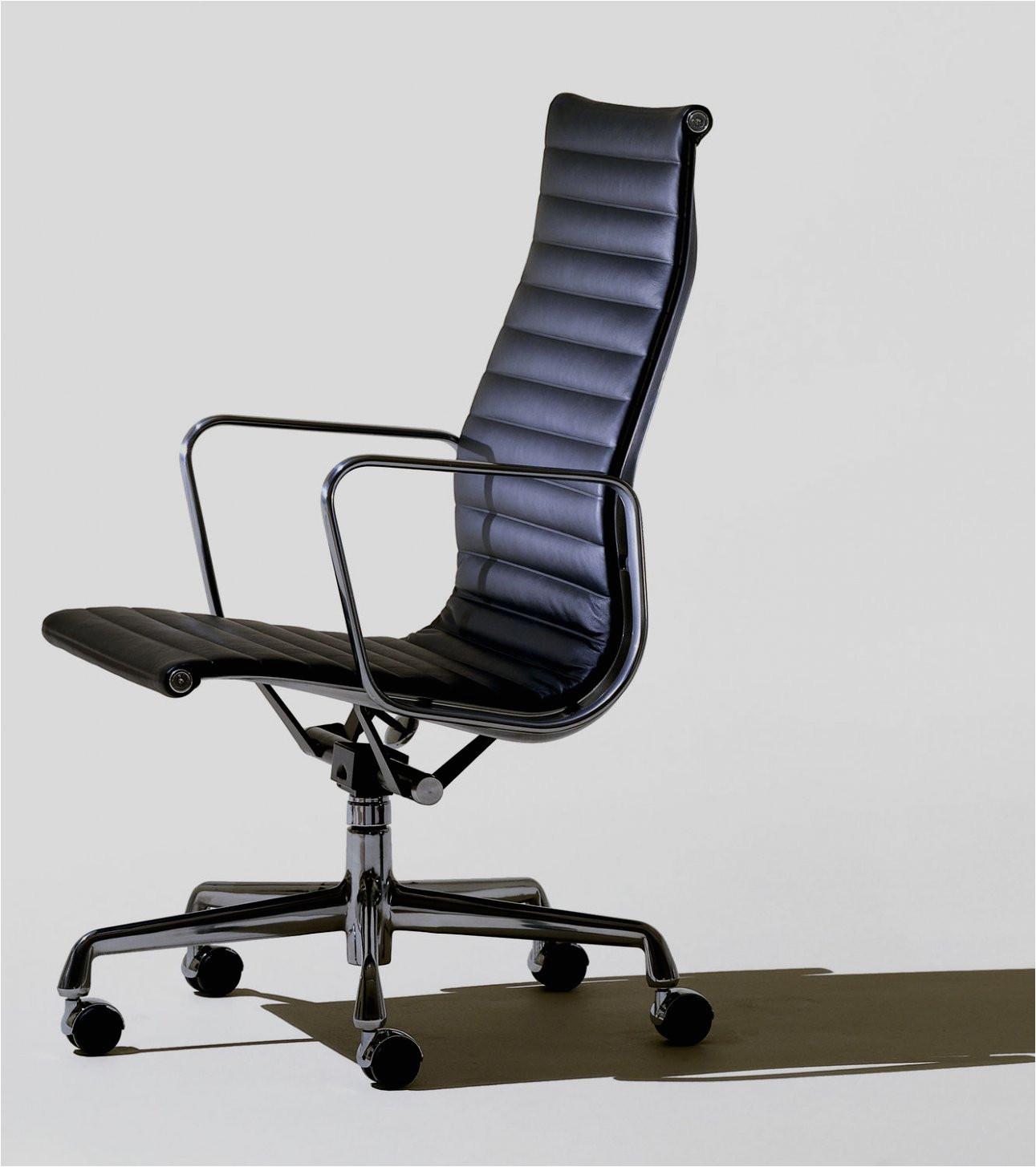 silla de oficina con respaldo alto con reposabrazos