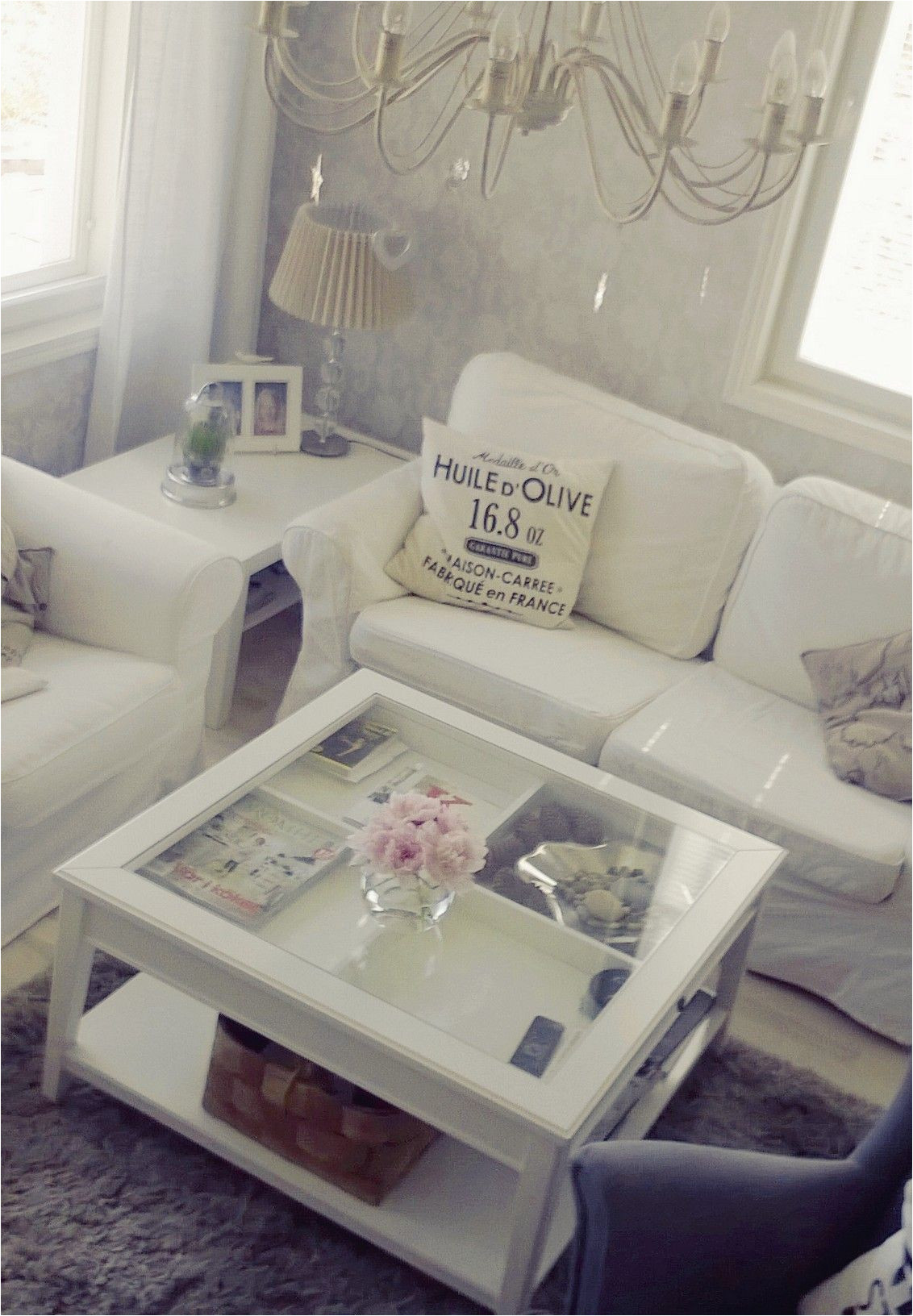 mesa de centro con espacio guardado