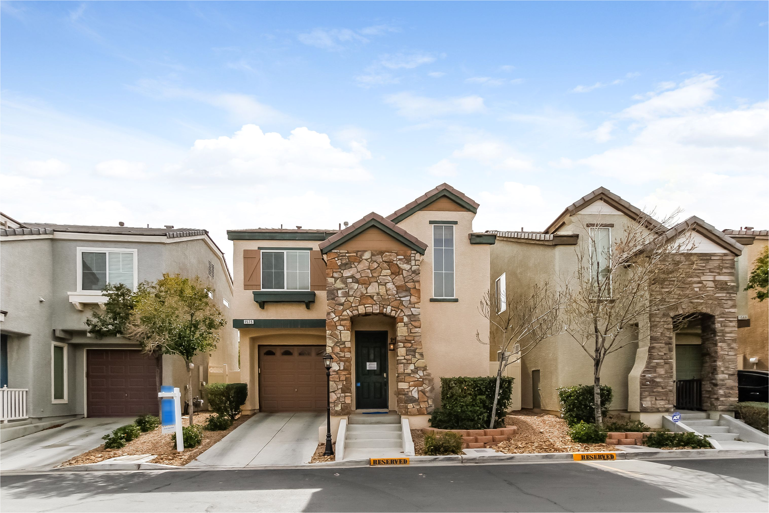las vegas nv newly renovated with fresh carpet this lamplight gardens home awaits