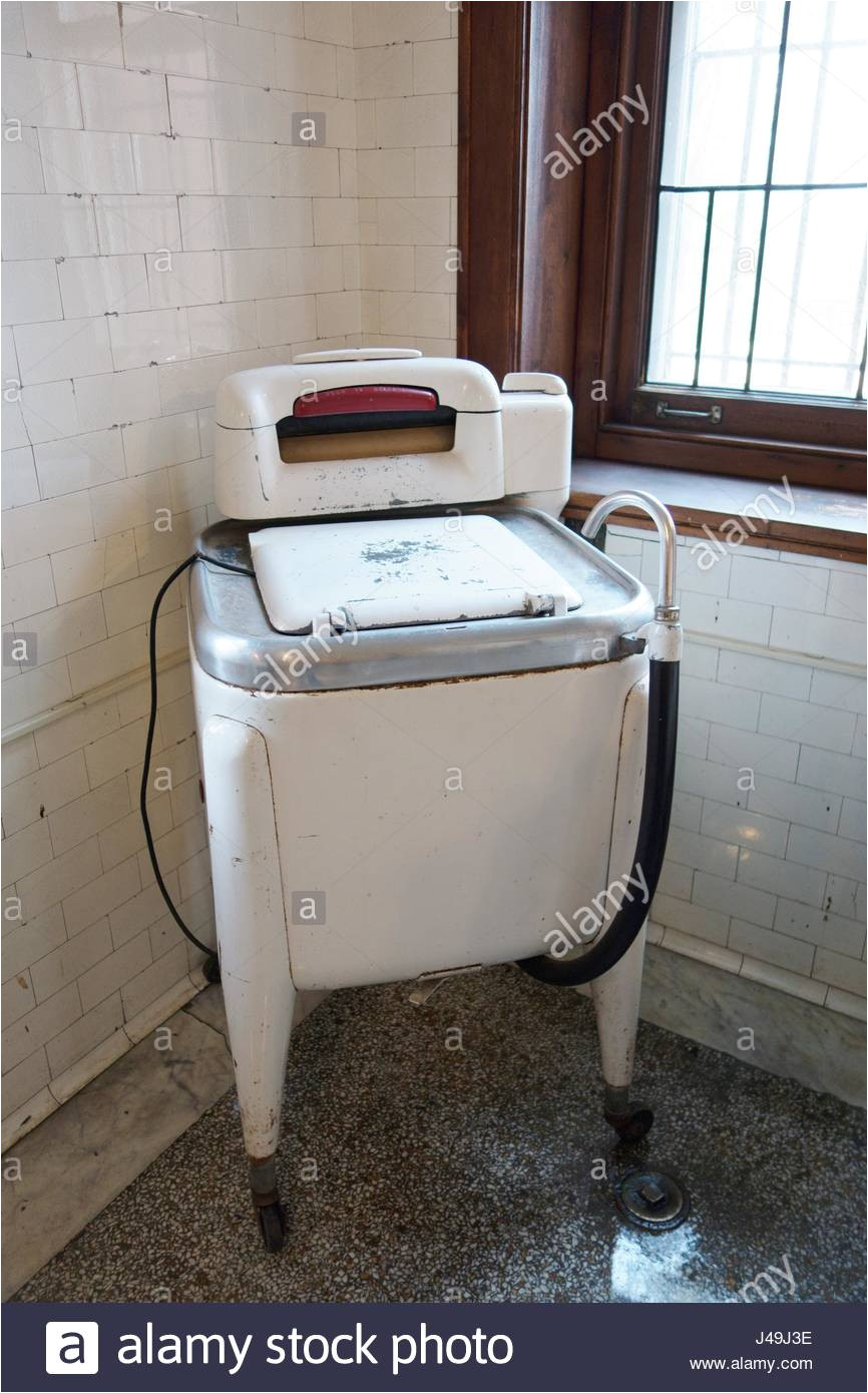 eine alte altmodische wasche maching in der waschkuche im glensheen mansion in duluth minnesota