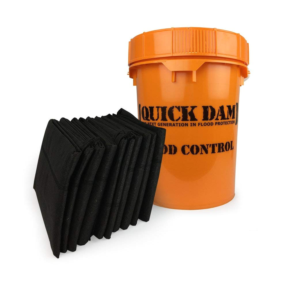 quick dam grab go flood kit includes 10 5ft flood barriers in