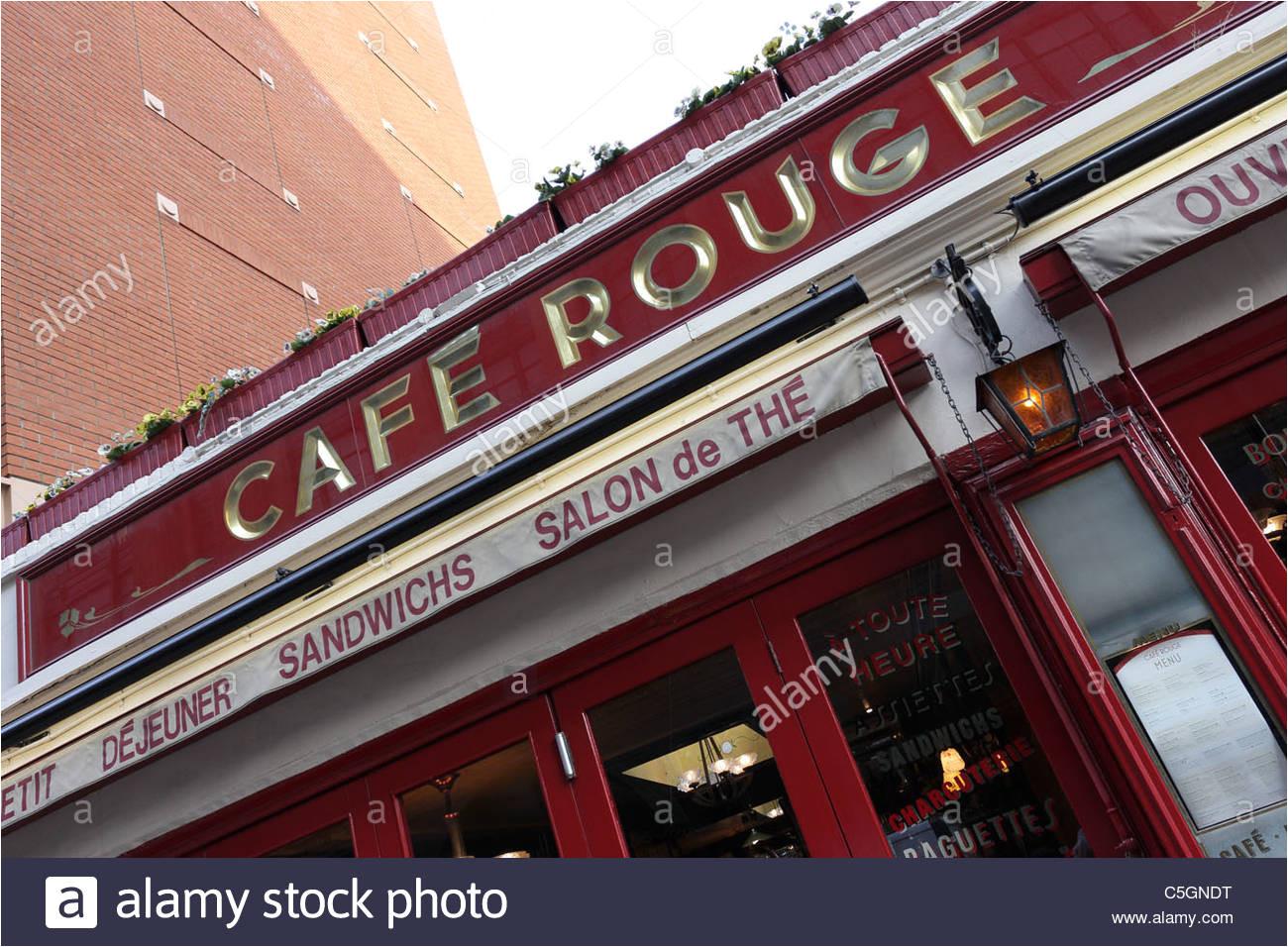 cafe rouge beliebtes restaurant und cafe gegenuber kaufhaus harrods in knightsbridge basil street gelegen